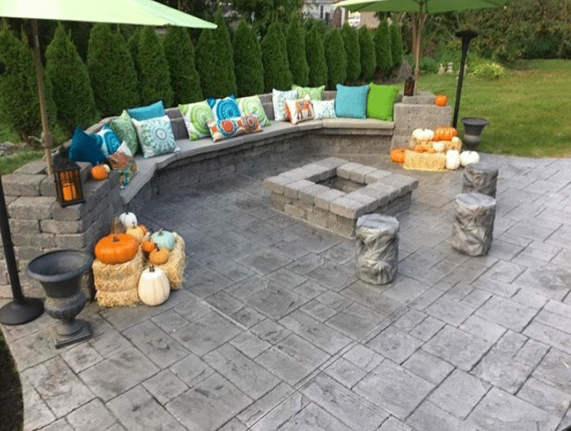 brick-pavers-with-firepit-and-concrete-seating