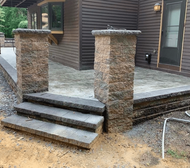 versa-lok-raised-patio-and-versa-lok-pillars-niskayuna-ny