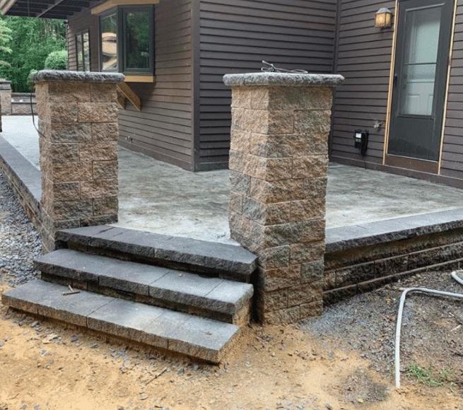versa-lok-raised-patio-and-versa-lok-pillars-niskayuna-ny