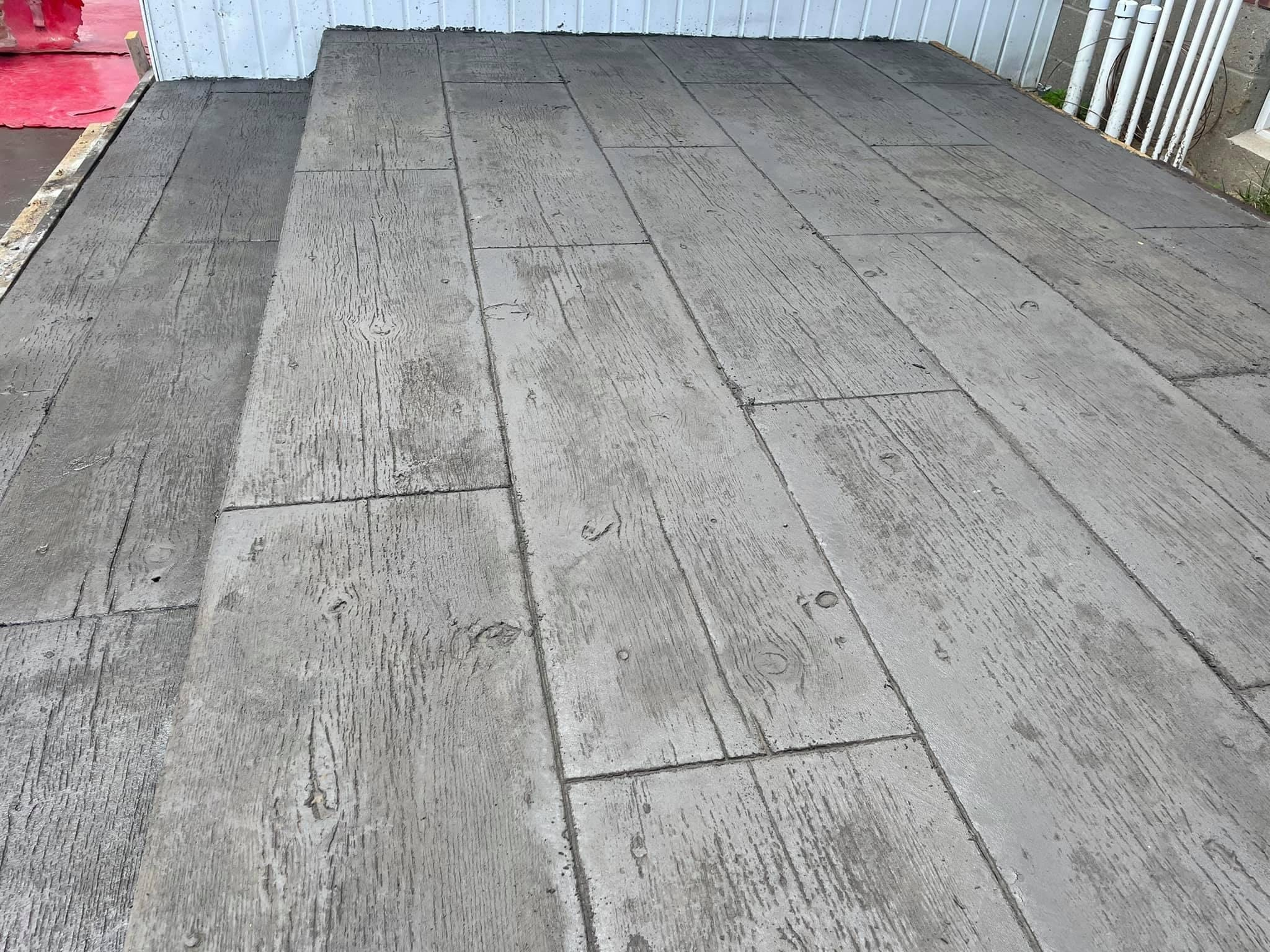 Stamped-concrete-seamless-and-wide-wood-plank-Guilderland-3